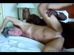 Amateur skinny milf interracial creampie by bull